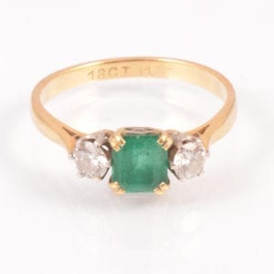 SRMA900-118 A An Emerald and Diamond ring in 18 ct Gold