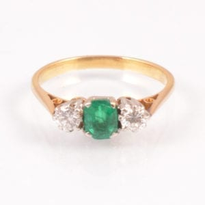 SRMA900-118b A An Emerald and Diamond Ring in 18 ct Gold