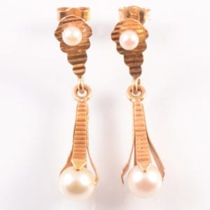 A A Pair of Cultured Pearl Pendant